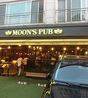Moon's Pub