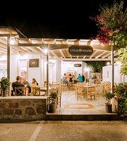 Mavros Xoiros Grill House