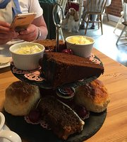 The Old Cowshed - Country Tea Room