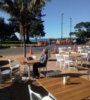 Shoreward Bar & Restaurant
