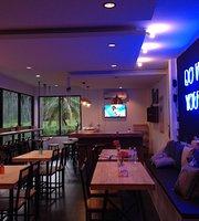 Latitude 9 cafe