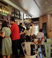 Le Cafe de la Paix