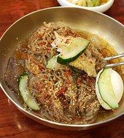 Daewon Ok Pyeongyang Cold Buckwheat Noodles
