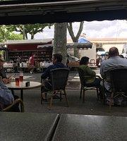 Le Francais Cafe et Brasserie