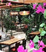 Miromara GardenKitchen & Bar