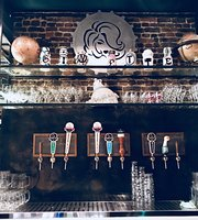 Ginette Bar