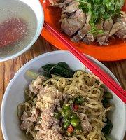 Mie & Ayam Rebus  Ahong