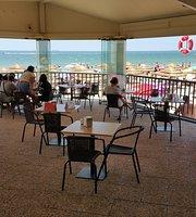 Fizz Beach Bar