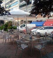 Cafe Bar J. Simon