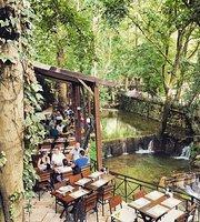 Al Tahouneh Restaurant