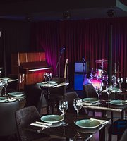 Flappers Food & Jazz Club