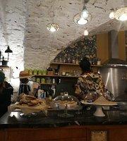 Maison Bleue Cafe et Coworking
