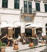 ‪SHE bio bistro & rooftop bar‬