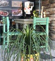 La Divina Restaurante & Café