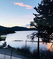 Los Juncos - Patagonian Lake House