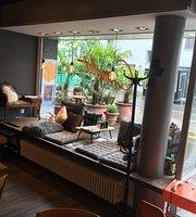 Cafe Complet