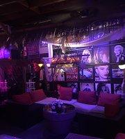 Picollo Mondo Cafe & Restaurant