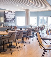 Kitchen and Bar at Courtyard by Marriott Arcueil