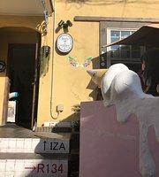 Iza Kamakura Guest House & Bar