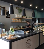 D'Royal Cafe and Lounge Bar