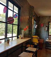 Ploen Padee Cafe