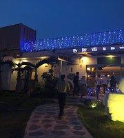 Bai Wei Qiang Di Zhong Hai Jing Guan Cafe