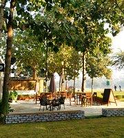 Hamoni: Cafe by the Greens