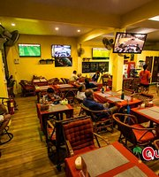 Quenchers Sports Bar, Restaurant and Guesthouse