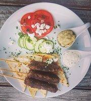 QROMA Cafe & Bar