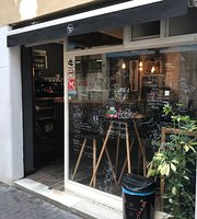 Dama's Cafe