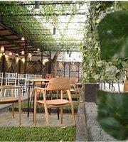 De Cosmics Cafe and Resto