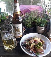 Si Yaek Huatakhe Cafe & Guesthouse