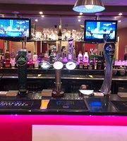Mayas Restaurant & Bar
