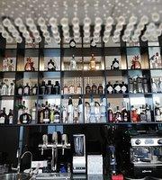 Daniel & Frere Restaurant