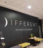 DIFFERENT restauracja w ciemności, obslugiwana przez niewidomych kelnerow