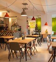 Juni Cafe In Het Nutshuis