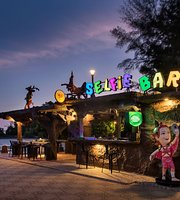 Selfie Bar & Restaurant