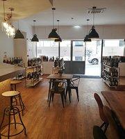Donna Taça, Art & Wine Bar