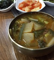Gaya Gol Iron Pot Korean Beef Rice Soup