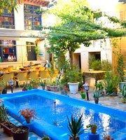 Niayesh Hotel restaurant