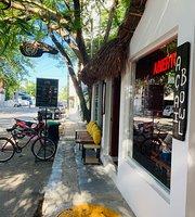 Bajo Cafe