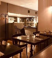 Henrys Bistro & Wine Bar