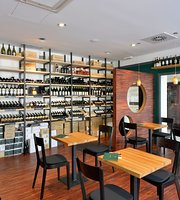 Petit (Cru) wine bar & shop