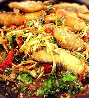 Phe Panmai Sainam Restaurant