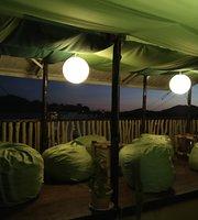 Tapias Lounge