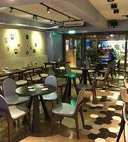 MUNCHIES Cafe & Bistro