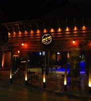 John & Louis Pub