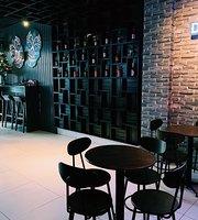 Avengers Pub & Grill