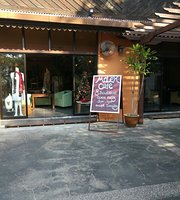 Molek Cafe & Boutique