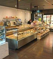 Metropolitan Fresh & Mozzafiato Cafe